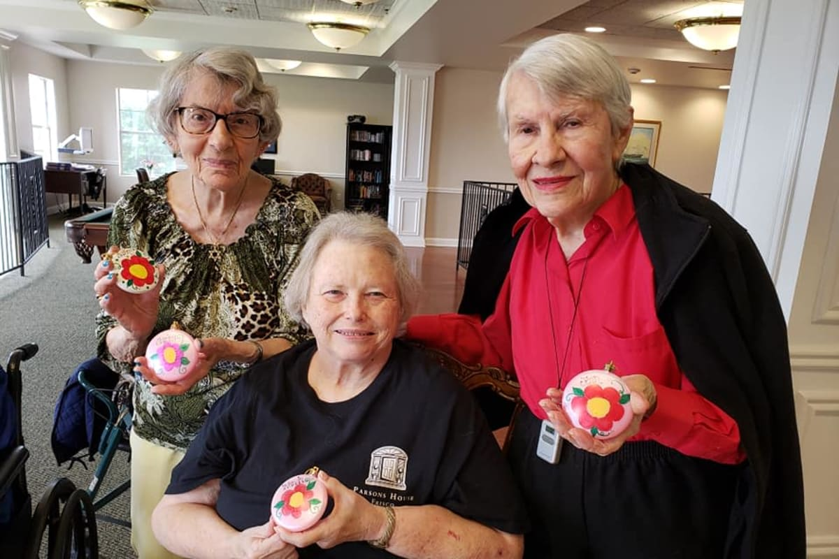 Crafty residents at Parsons House Frisco in Frisco, Texas