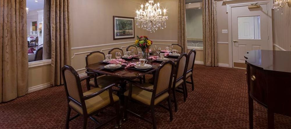 Private dinning at Waltonwood Twelve Oaks assisted living facility