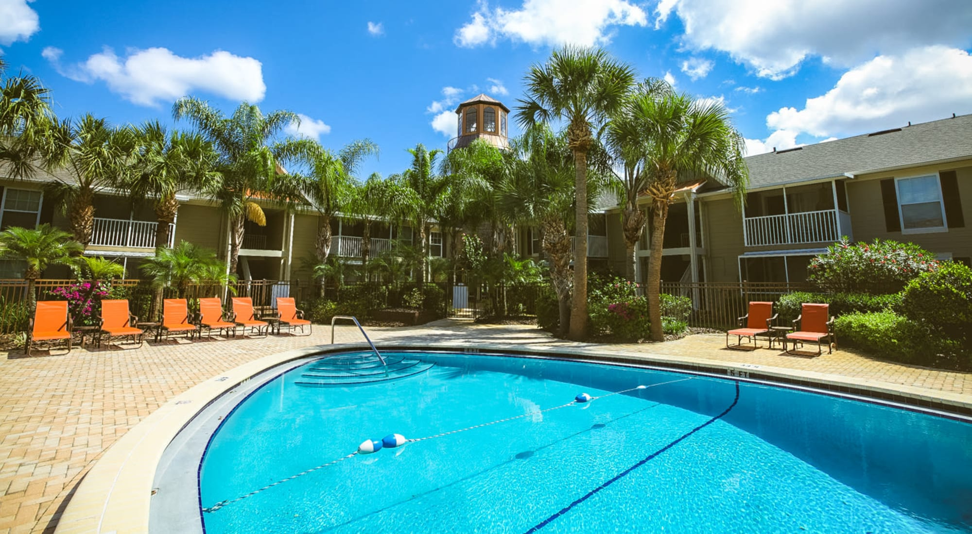 Apartments at Signal Pointe Apartment Homes in Winter Park, Florida