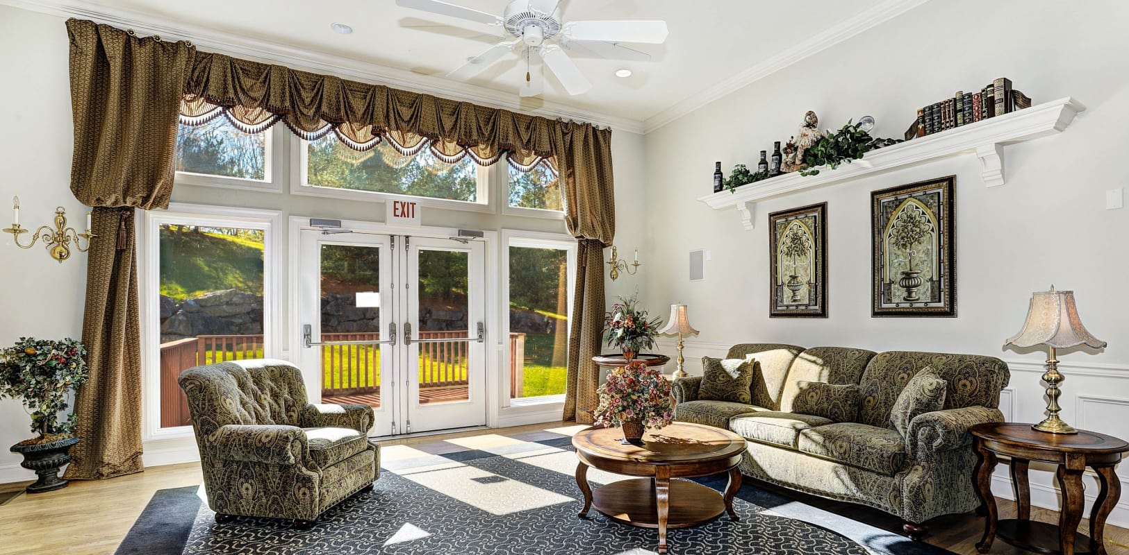 Spacious clubhouse lounge area with comfortable furnishings at Hanover Glen in Bethlehem, Pennsylvania