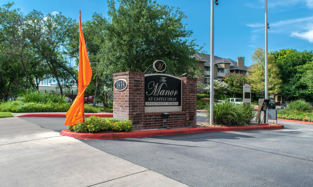 Front entrance at Manor at Castle Hills in San Antonio