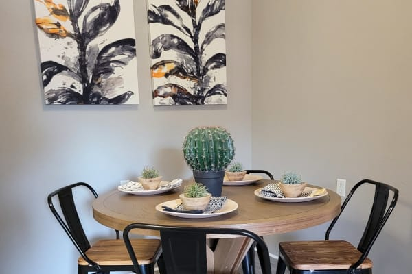 Luxurious amenities abound at Biltmore Park Apartments in San Antonio.
