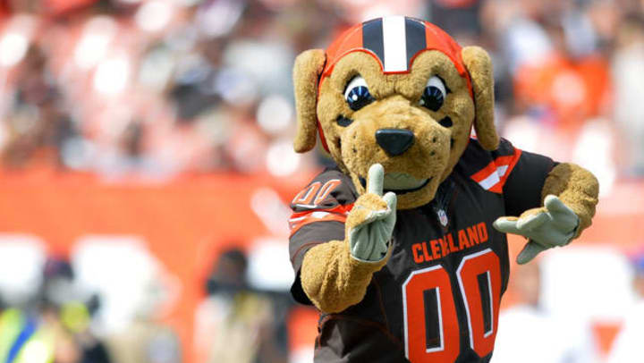 Cleveland Browns Mascot holding 1 finger up and smiling.