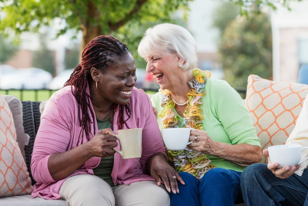 Residents enjoying coffee on the patio at Courtyard Estates at Cedar Pointe in Pleasant Hill, Iowa