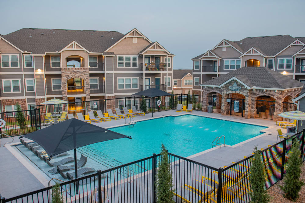 Beautiful swimming pool and lounge chairs at Artisan Crossing in Norman, Oklahoma