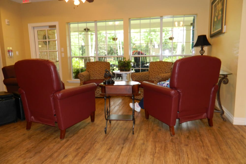 Community lounge seating at Autumn Grove Cottage at Humble in Humble, Texas