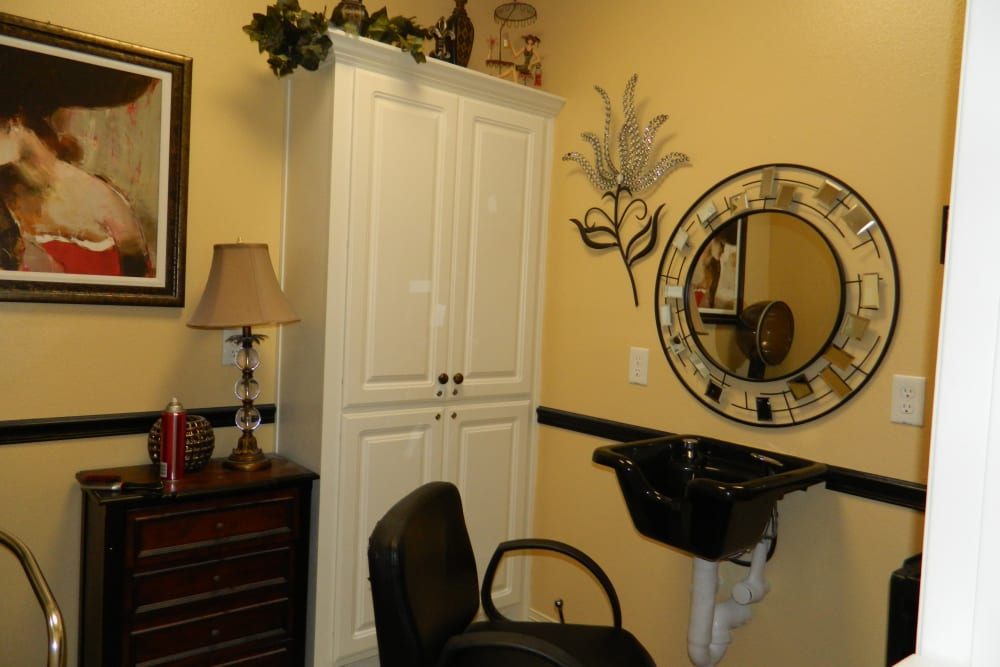 The onsite hair salon at Autumn Grove Cottage at Humble in Humble, Texas