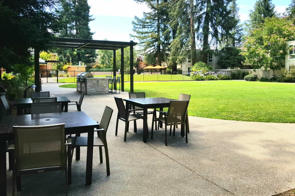 Barbecue area at Brookdale Apartments in San Jose, California