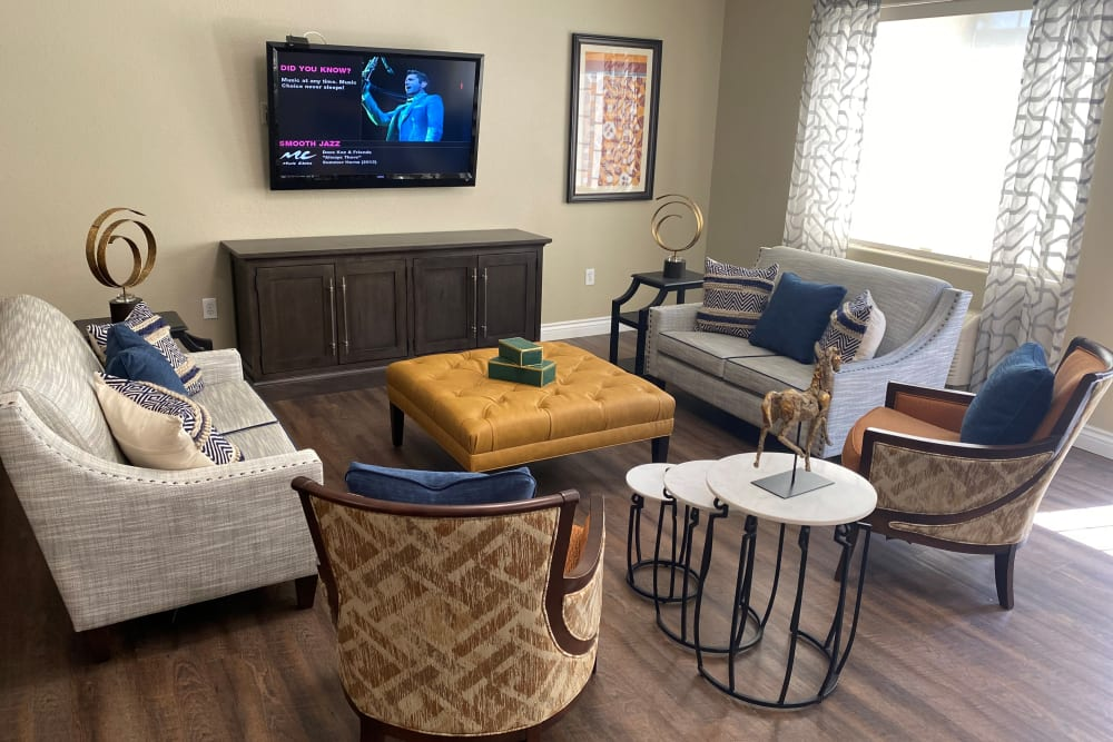 Living room at Merrill Gardens at Siena Hills in Henderson, Nevada.