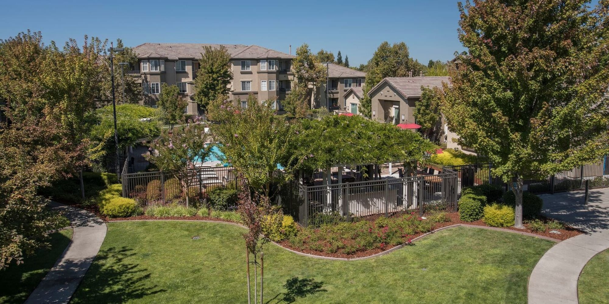 Sacramento, California, apartments at The Artisan Apartment Homes