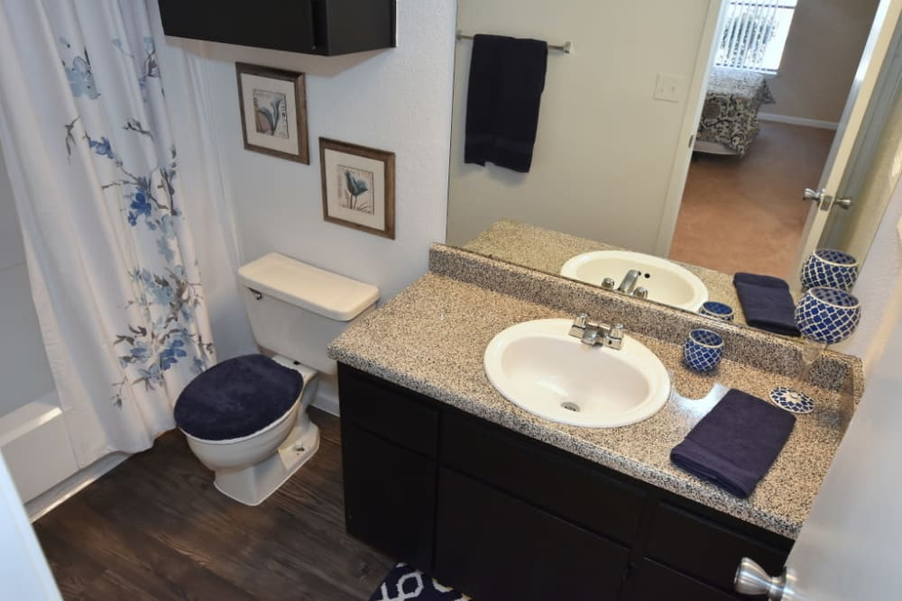Green Meadows Apartments bathroom