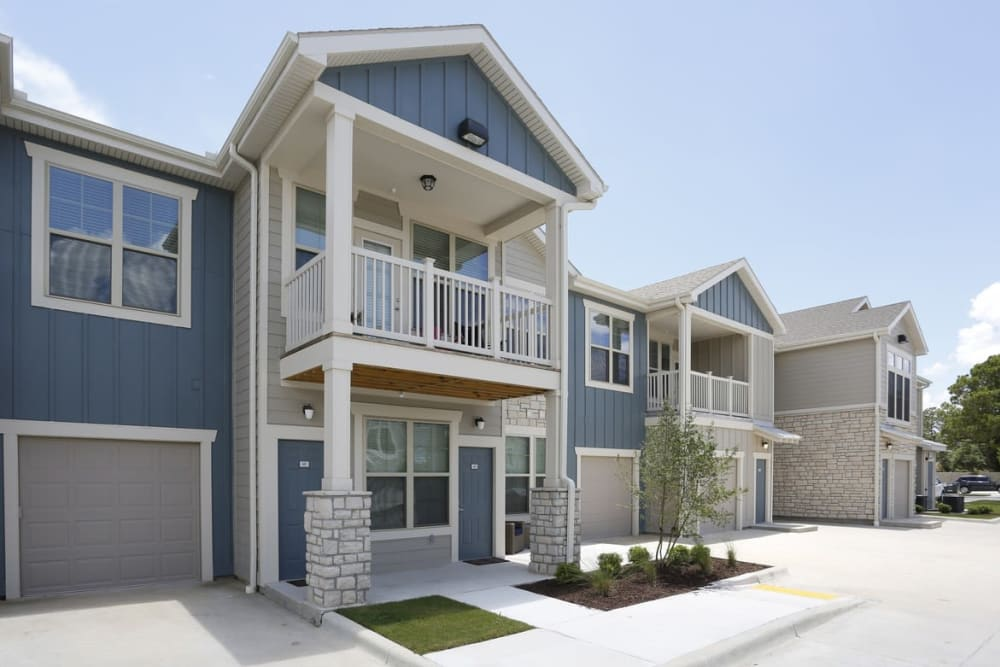 apartment exterior at Springs at Country Club Apartments in Lake Charles, LA