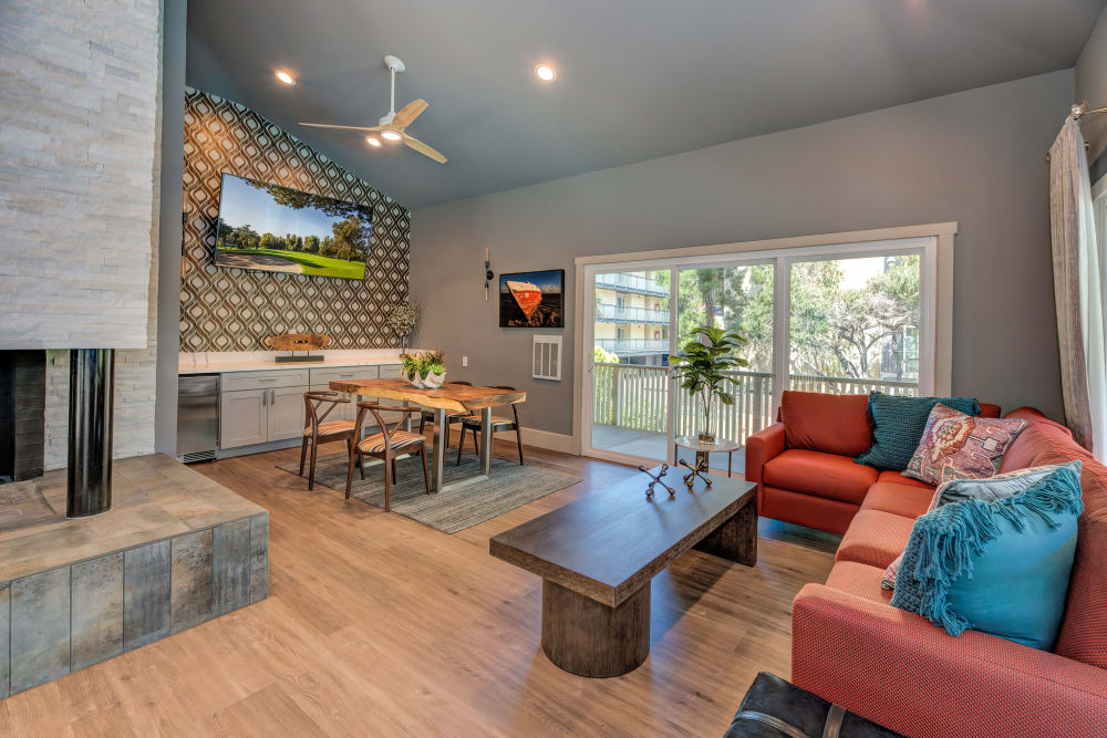 Clubhouse with a flat-screen TV at Tower Apartment Homes in Alameda, California