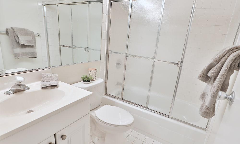 Bathroom to Eagle's Crest Apartments in Harrisburg, Pennsylvania