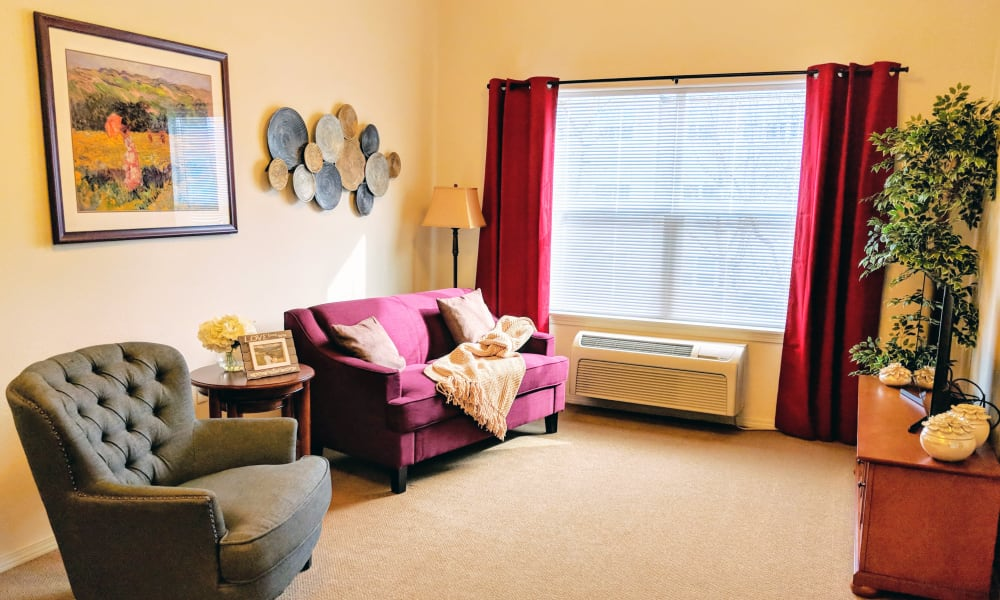Living Room at Timber Pointe Senior Living in Springfield, Oregon