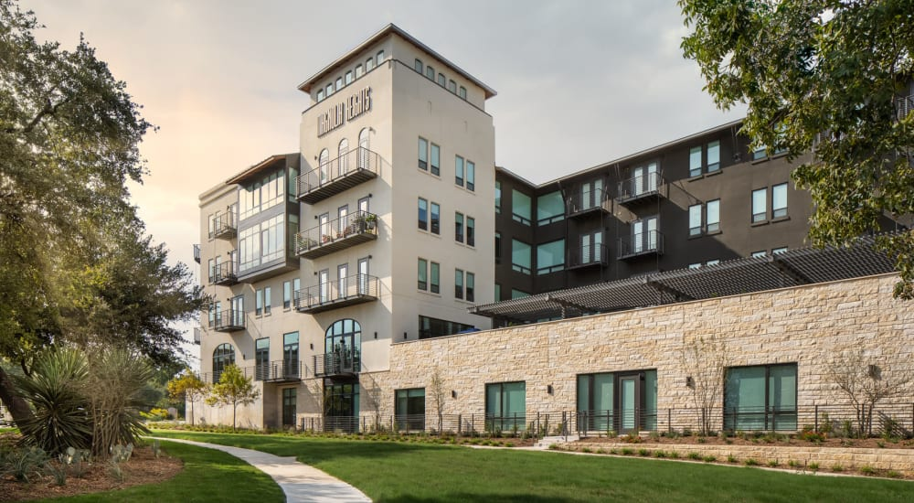Exterior view of the leasing center with professionally maintained urban landscaping at Magnolia Heights in San Antonio, Texas