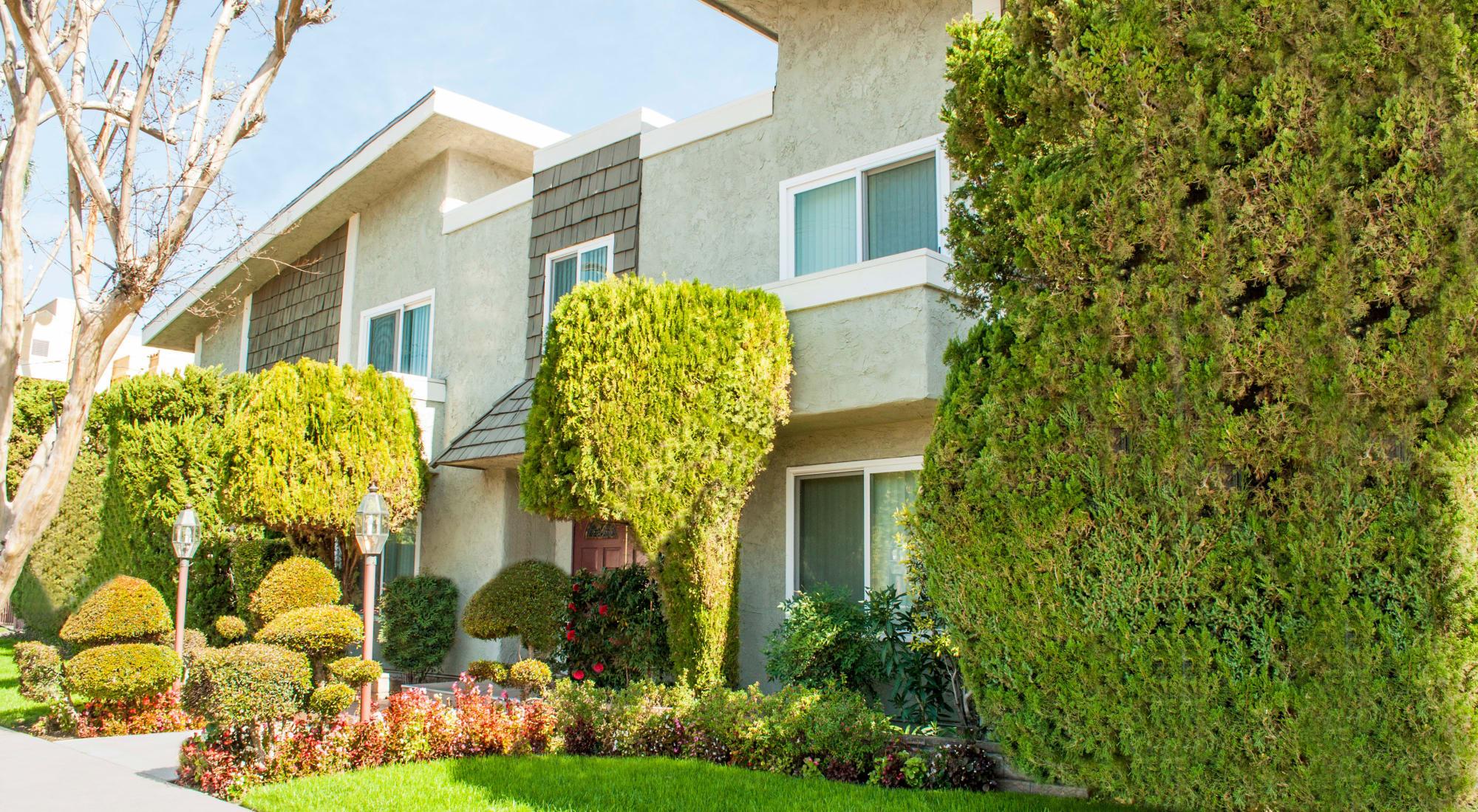 Front entrance and lawn at Sherman Oaks, CA