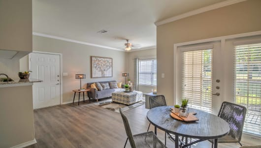Mansfield apartment and community features