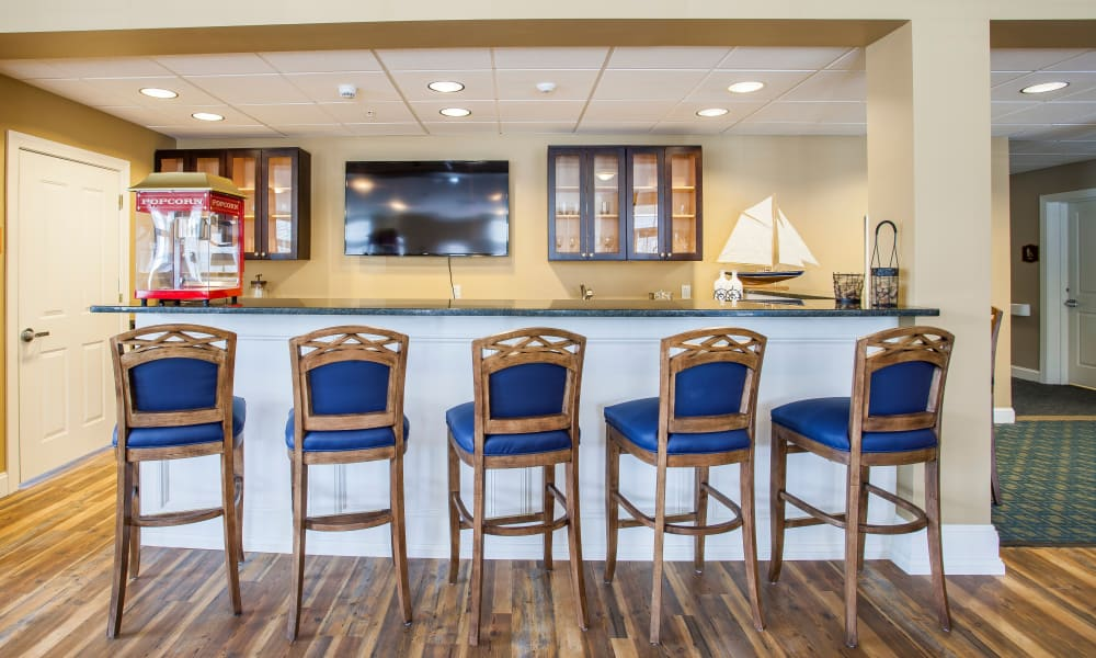 Bar seating in the dining room at Keystone Place at Richland Creek in O'Fallon, Illinois