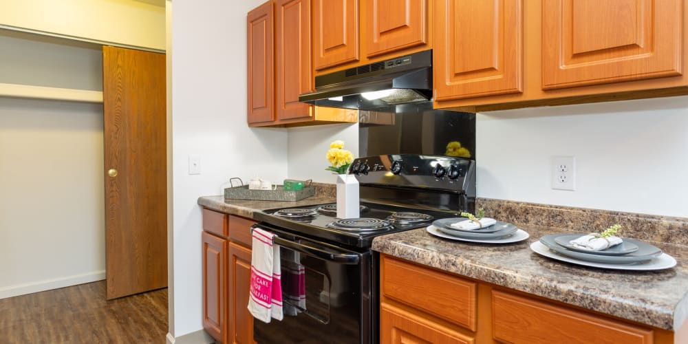 Full kitchens at 1820 South Apartments in Mount Pleasant, Michigan