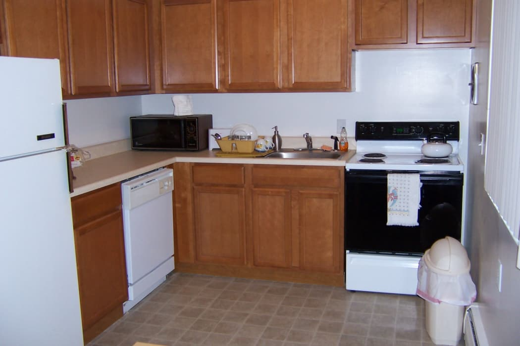 Fully Equipped Kitchen at Elmwood Court Apartments in Rochester