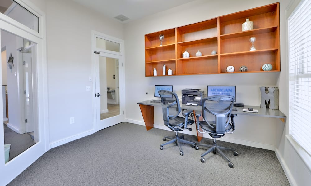 Seneca Bay Apartment Homes offers a business center in Middle River, MD