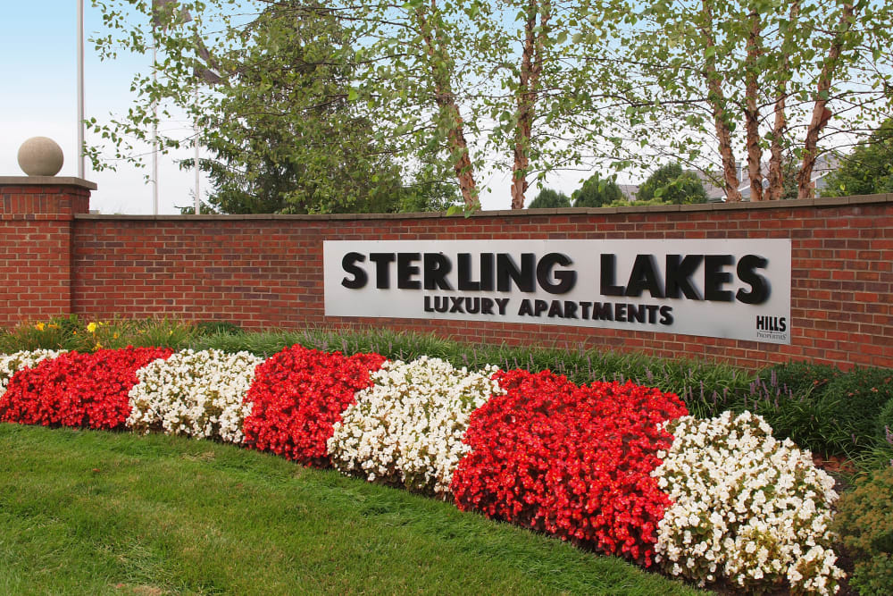 Sign at entrance to Sterling Lakes in Mason, Ohio