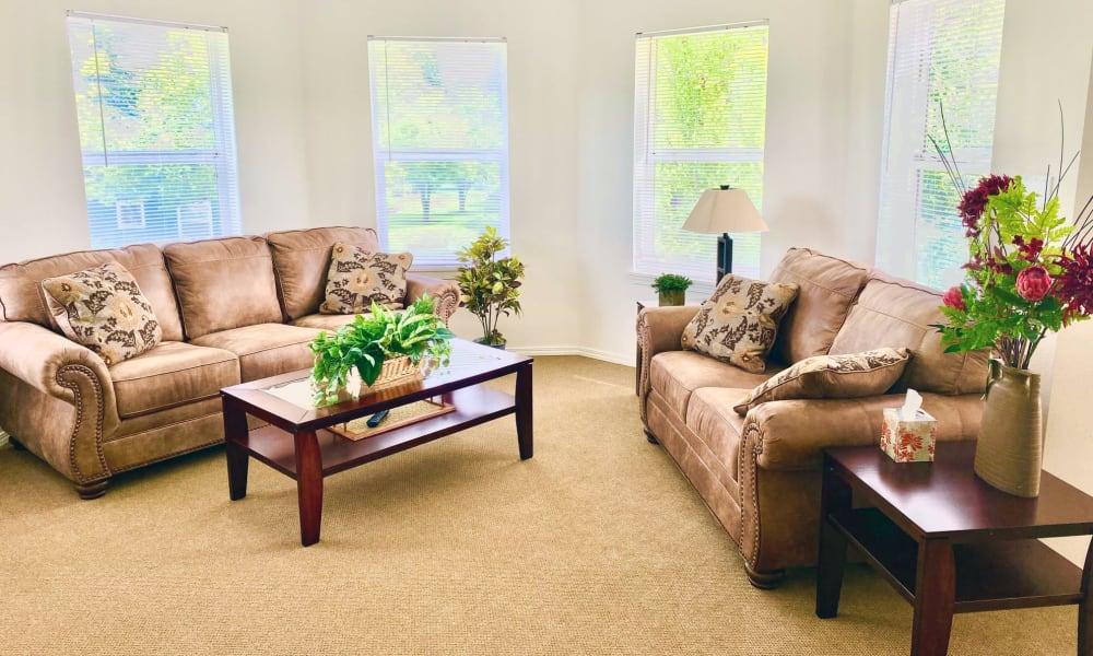 Living Room at Evergreen Senior Living in Eugene, Oregon