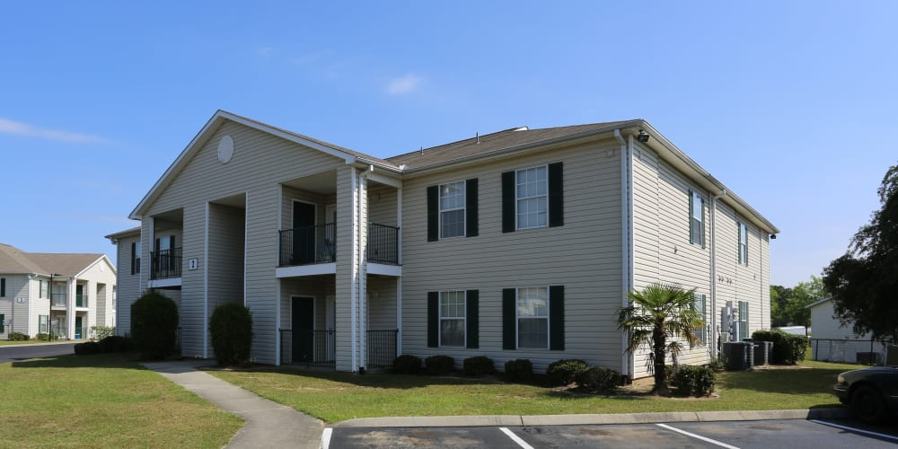 The parking lot and apartment building exterior at Ashton Park Apartments in Gulfport, Mississippi