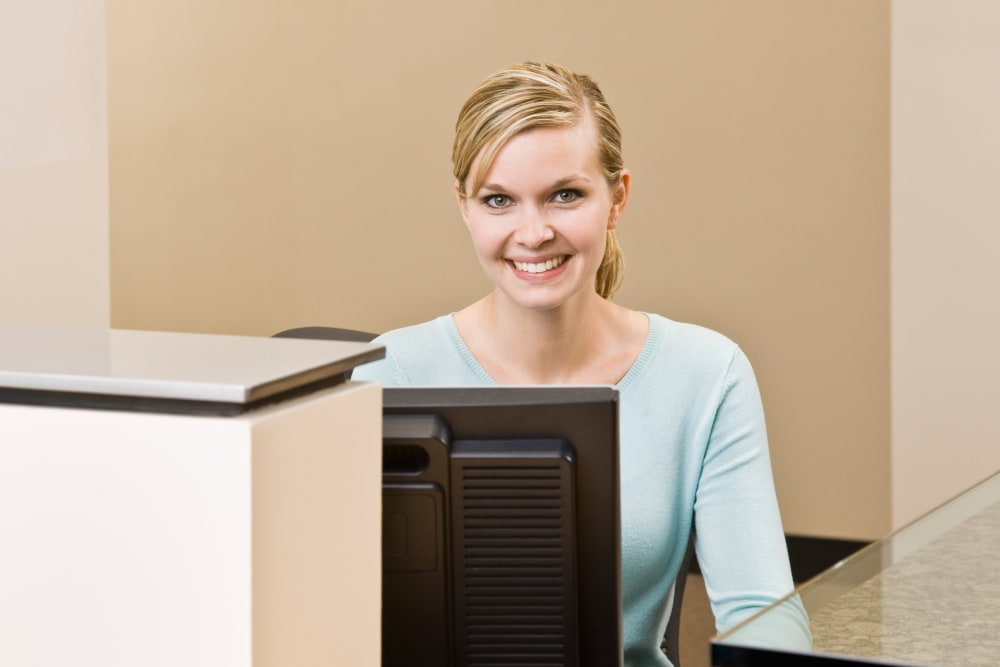 A women at the front desk at Stor-N-Lok in Coos Bay, Oregon
