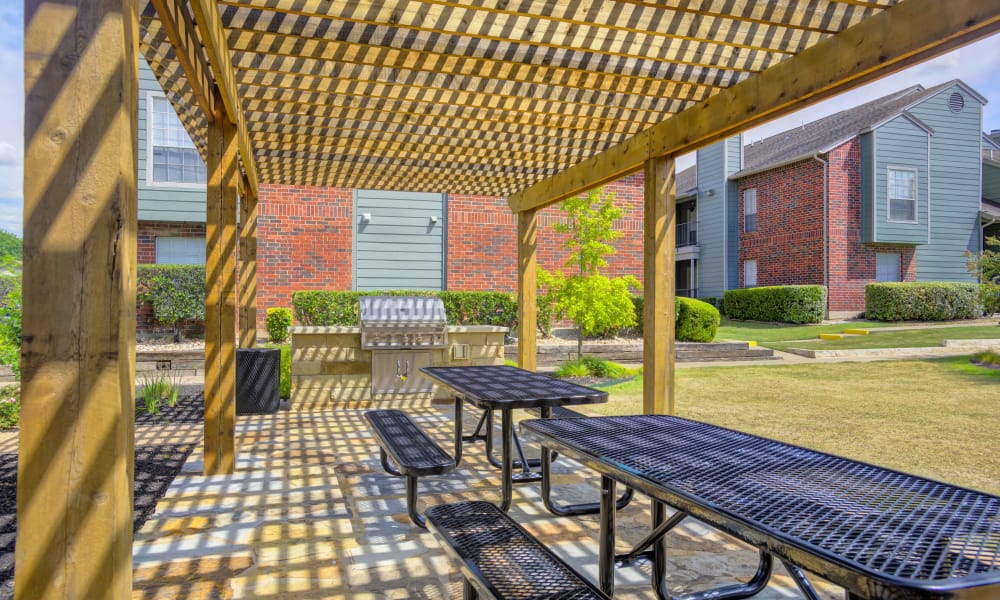 Bradford Pointe offers a spacious BBQ area in Austin, Texas