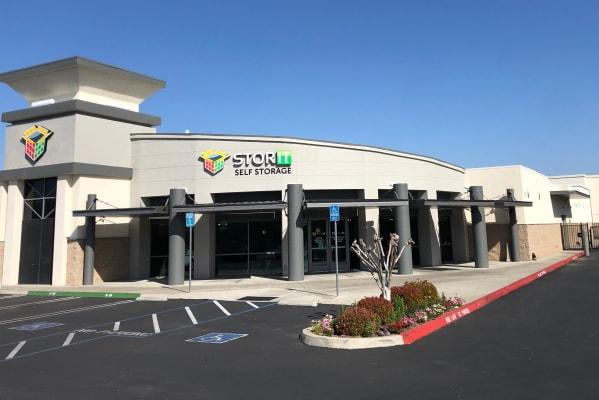 Self storage in Clovis CA