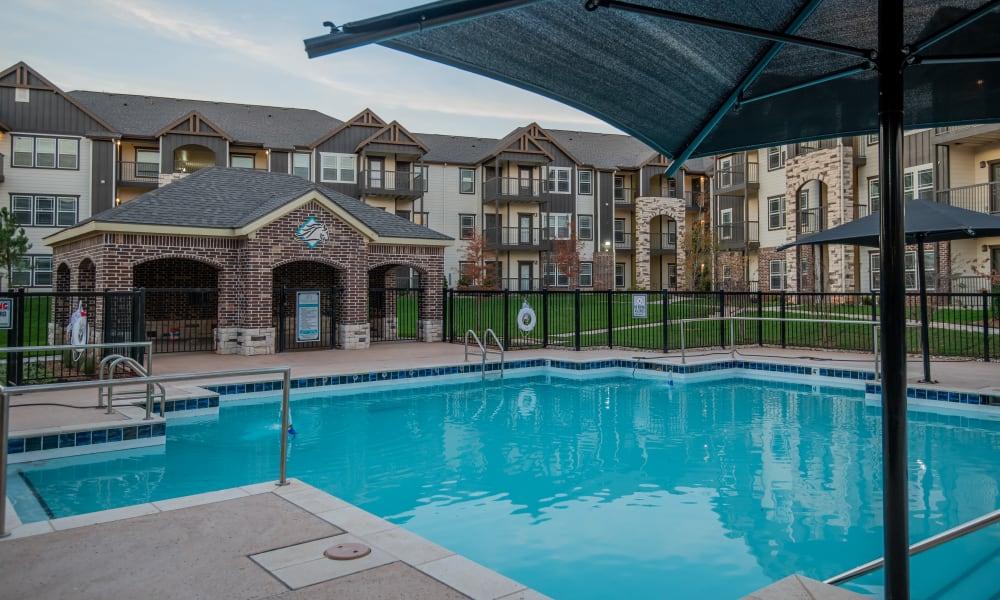 Swimming pool at Stonehorse Crossing Apartments in Oklahoma City, Oklahoma