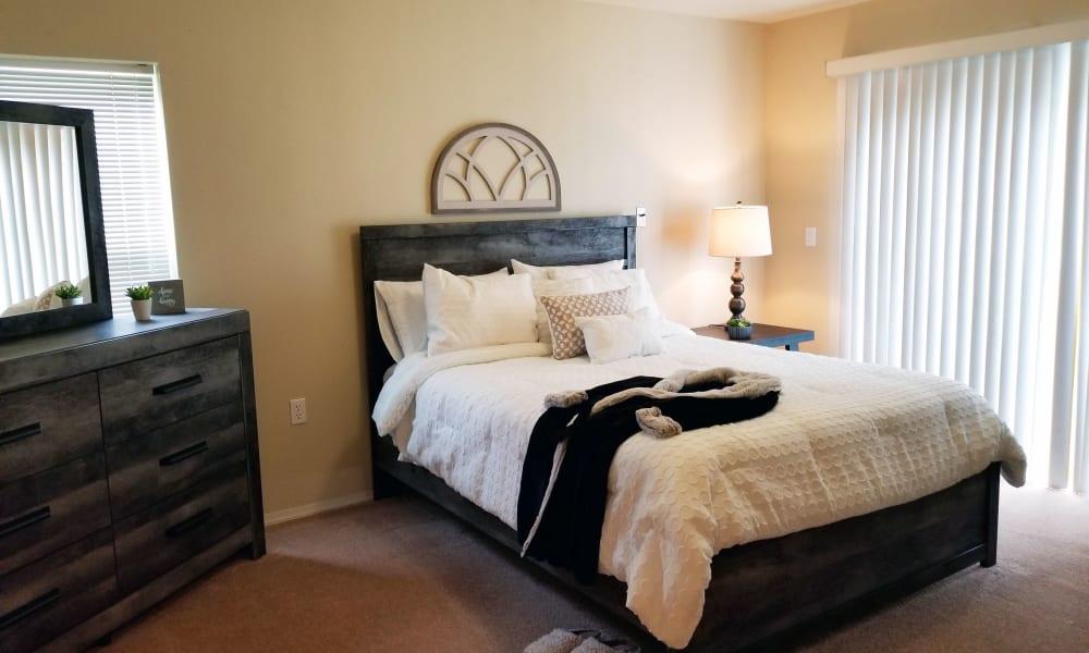 Bedroom at Evergreen Senior Living in Eugene, Oregon