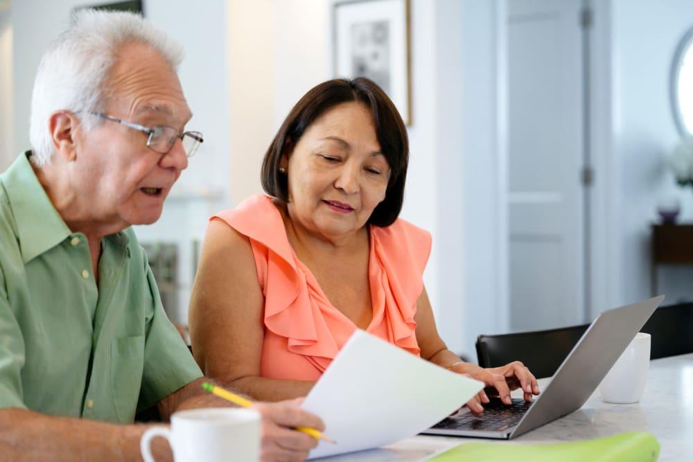 Senior couple financial planning in Centralia, WA
