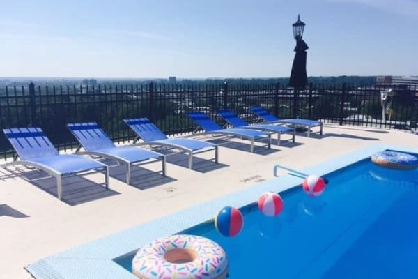 The Carlyle Apartments offers a swimming pool in Baltimore, MD