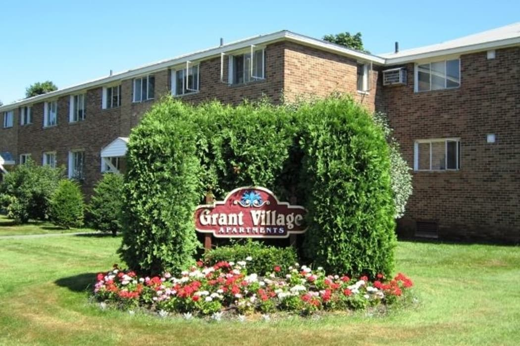 Front lawn at Grant Village Apartments in Syracuse
