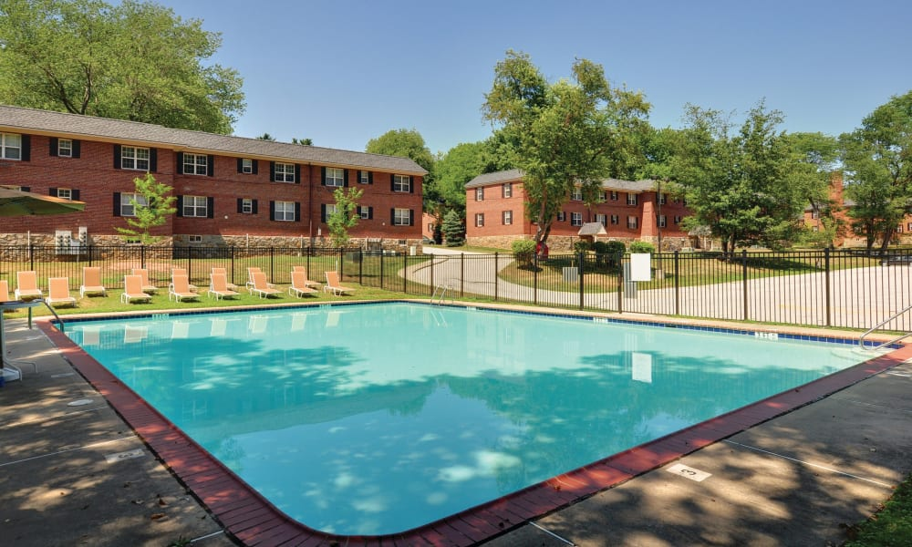 The Villas at Bryn Mawr Apartment Homes offers a swimming pool in Bryn Mawr, Pennsylvania