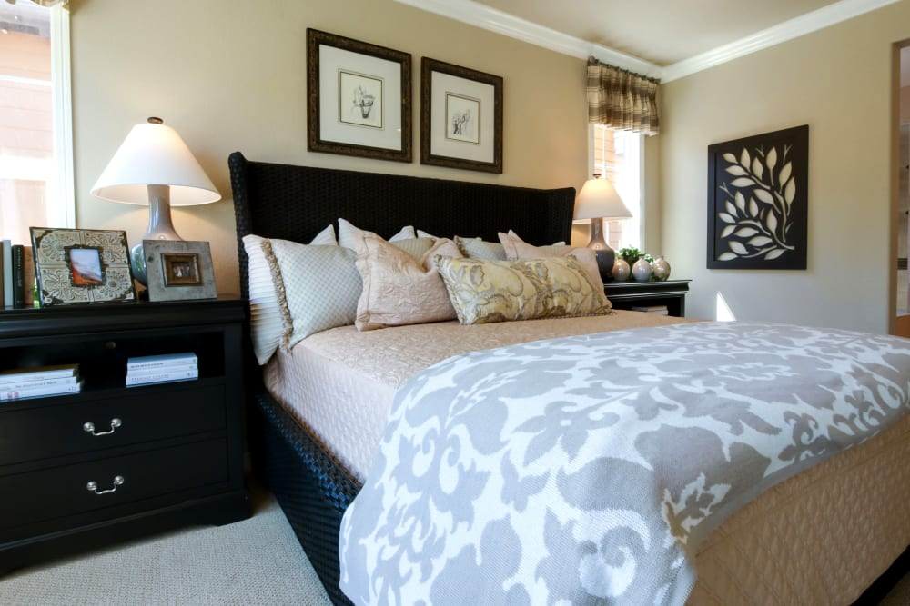 A large decorated bedroom at The Arbours at Linden Pointe in Winnipeg, Manitoba