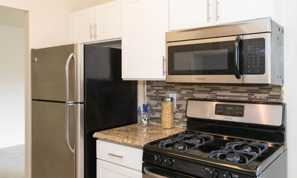 Updated kitchen at Chesapeake Glen Apartment Homes