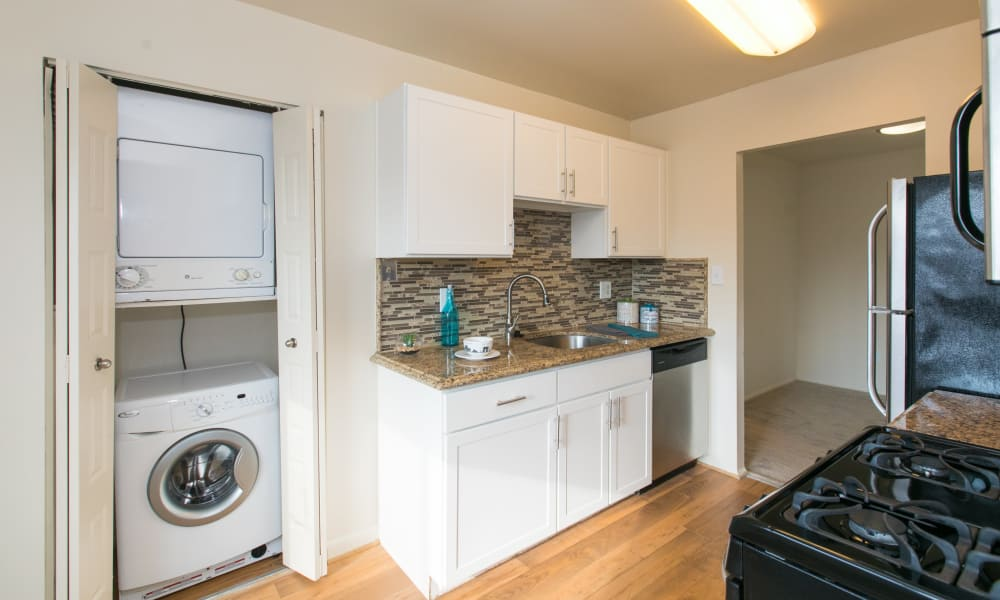 Kitchen at Chesapeake Glen Apartment Homes
