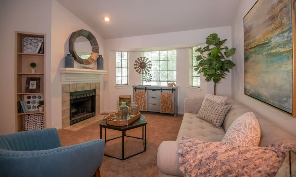 The Trace of Ridgeland offers a spacious living room in Ridgeland, Mississippi