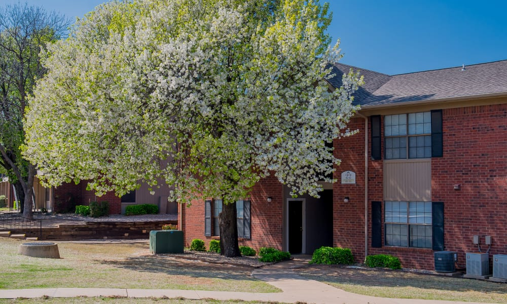 Resident buildings and well-managed landscaping at Waters Edge in Oklahoma City, Oklahoma