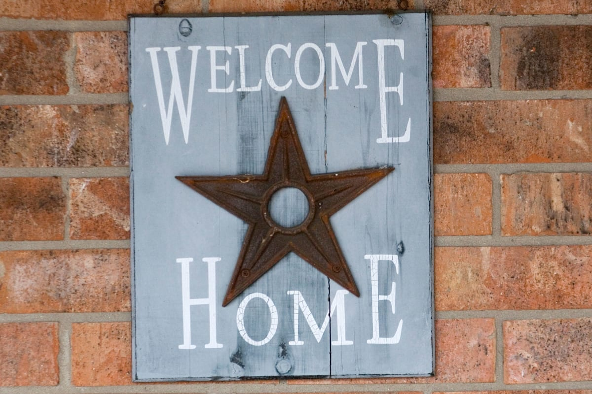 Welcome Home sign at Parsons House Austin in Austin, Texas