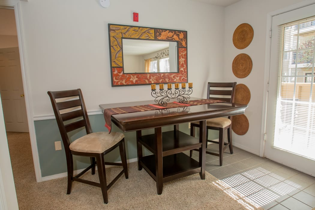 Dining area at Crown Pointe Apartments in Oklahoma City, Oklahoma