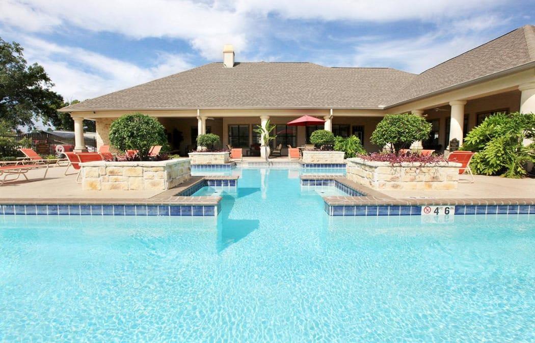 Beautiful swimming pool area at Camden Lake Apartments in Baton Rouge, LA