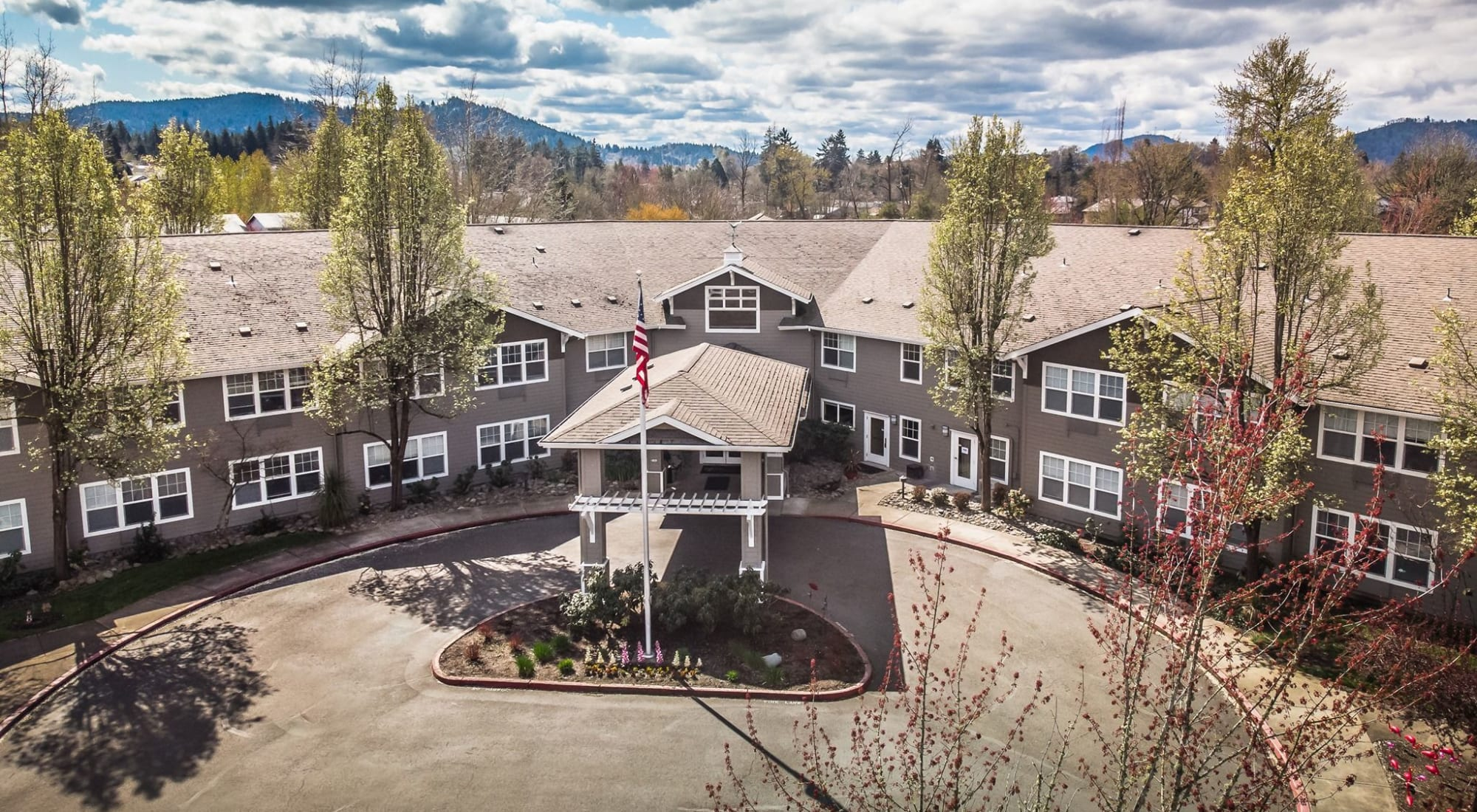 Exterior of Woodside Senior Living in Springfield, Oregon