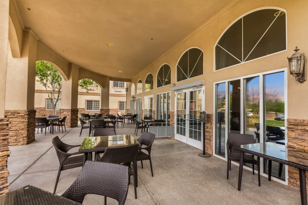 covered outdoor dining area at Merrill Gardens at Siena Hills in Henderson, Nevada