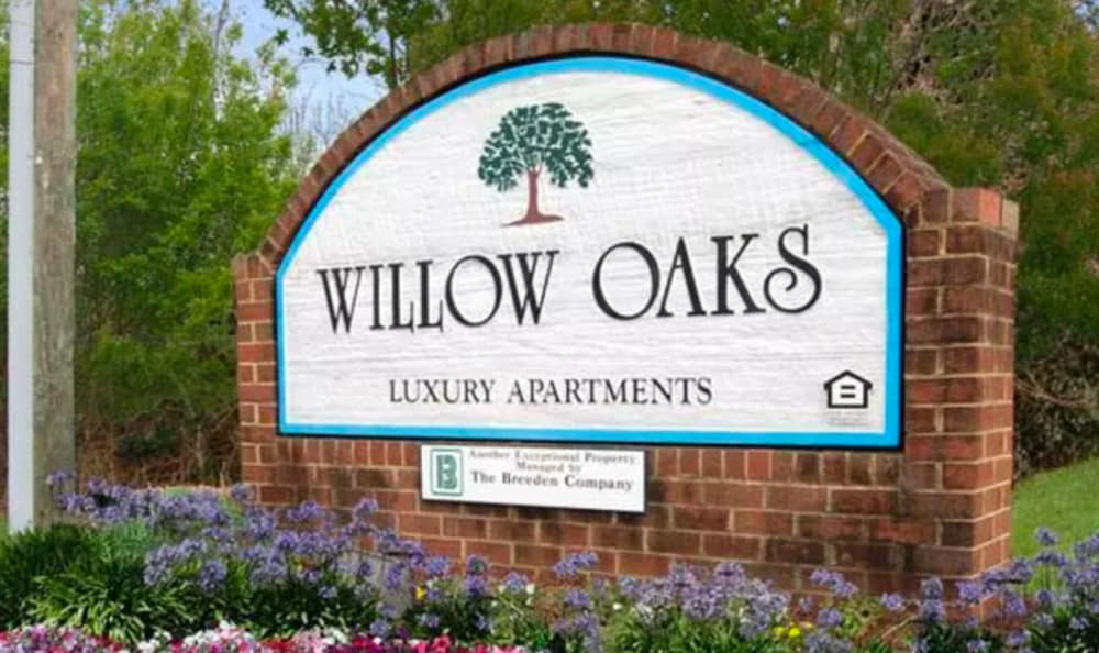 Monument sign at Willow Oaks Apartments in Chesapeake, Virginia