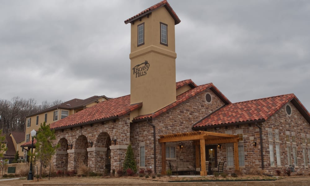 Exterior of Tuscany Hills at Nickel Creek's clubhouse in Tulsa, Oklahoma